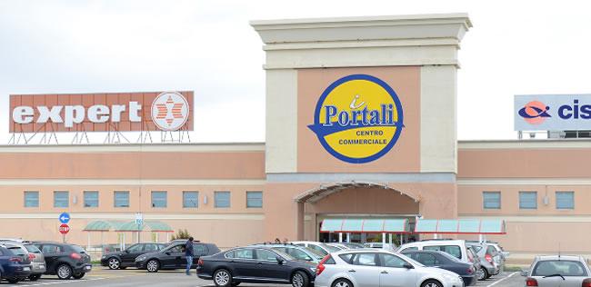Centro Commerciale I Portali, negozi Aperture centri